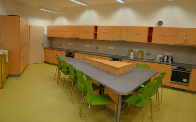Fotografie projektu Učitelé se na základní škole Komenského ve Frýdlantě nad Ostravicí přetahují onové učebny